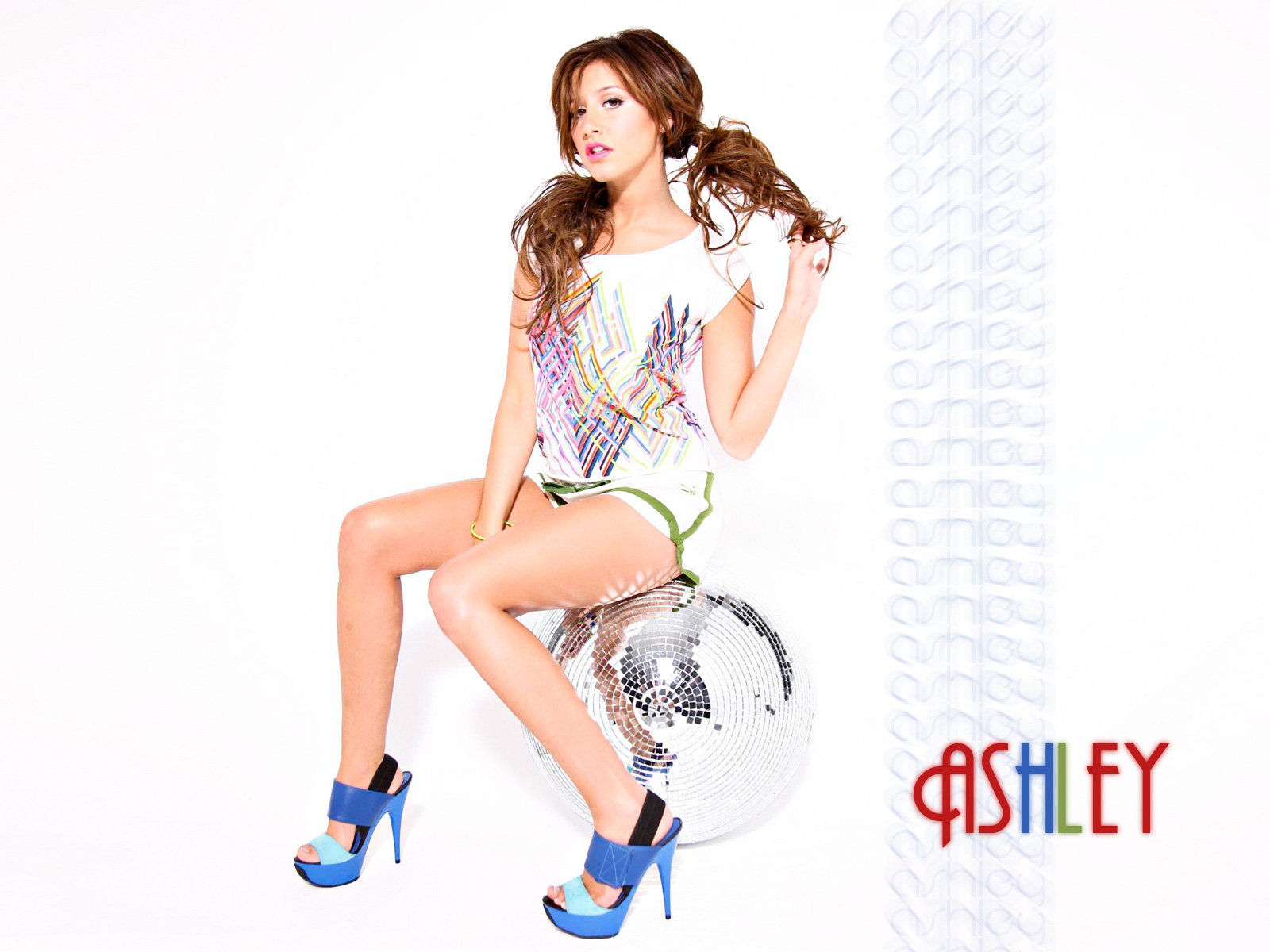Ashley Tisdale 2010 New wallpaper download