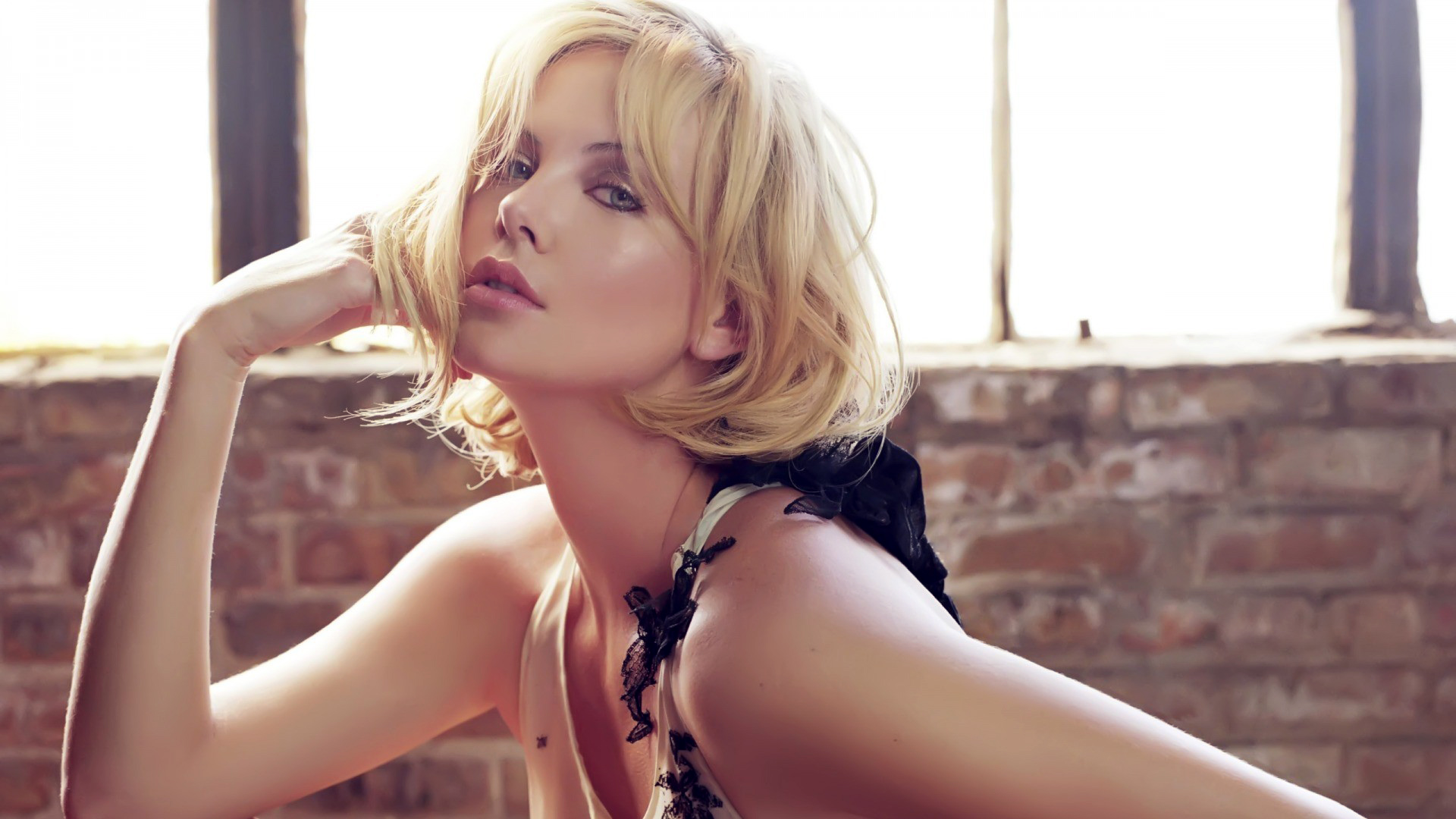 Charlize Theron Hot wallpaper download