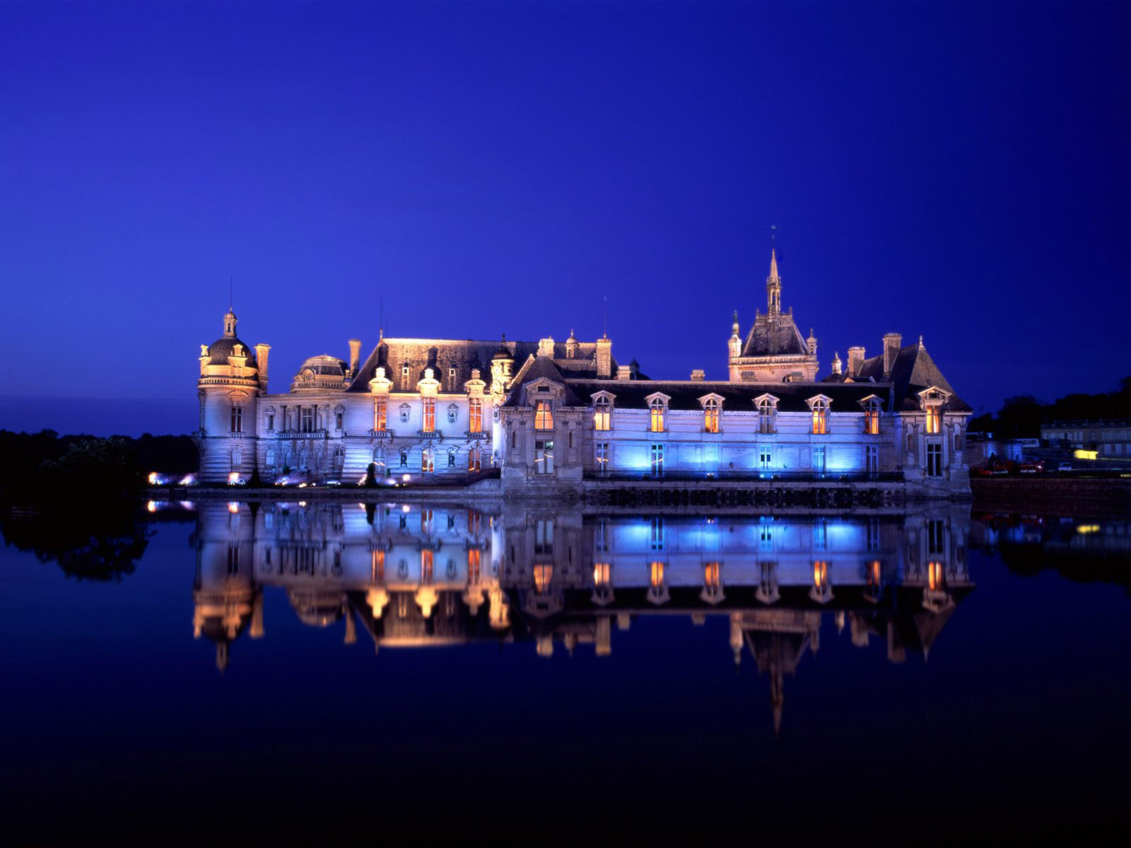 Chateau de Chantilly France wallpaper
