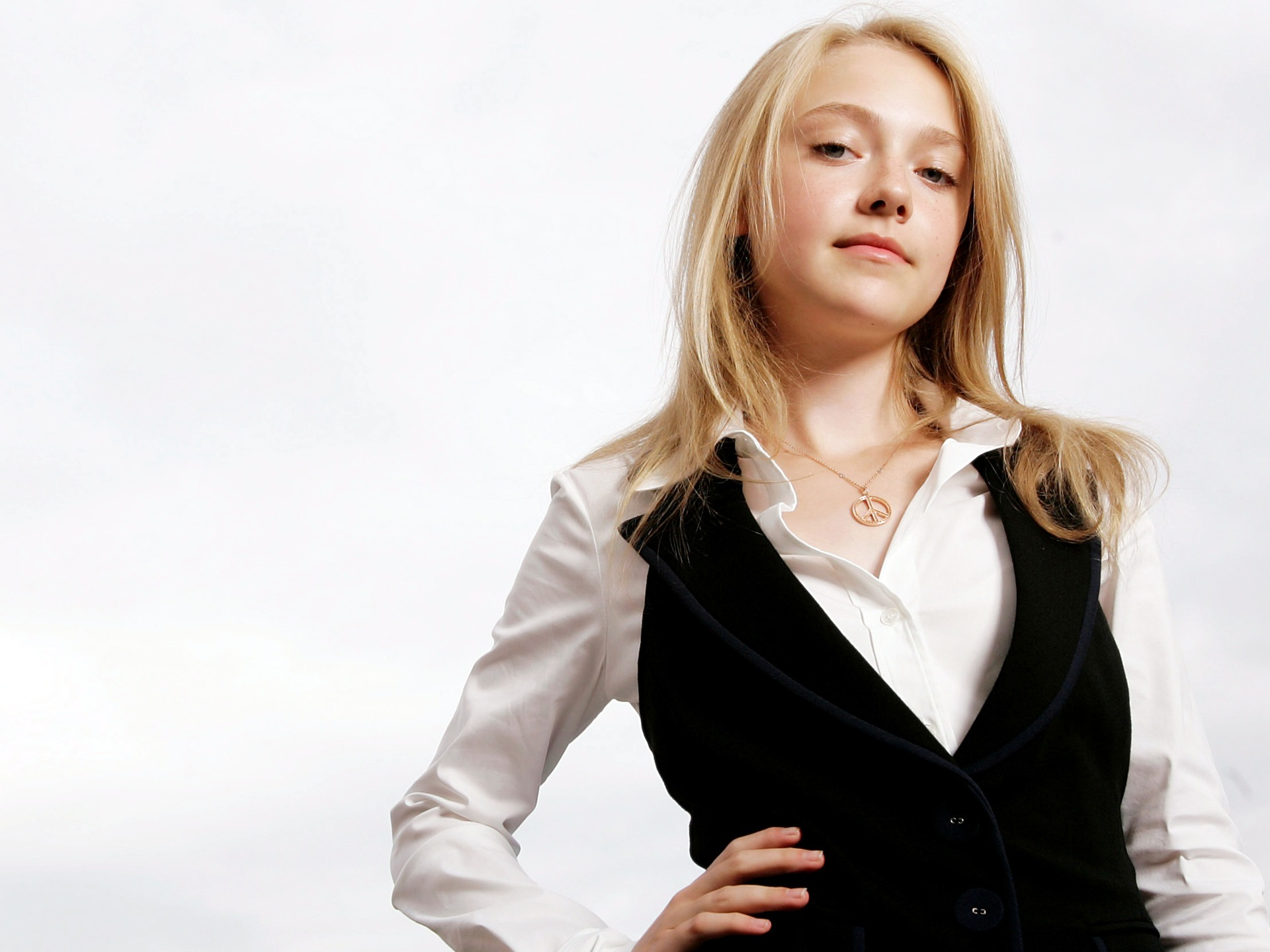 Dakota Fanning 2010 Photoshoot wallpaper