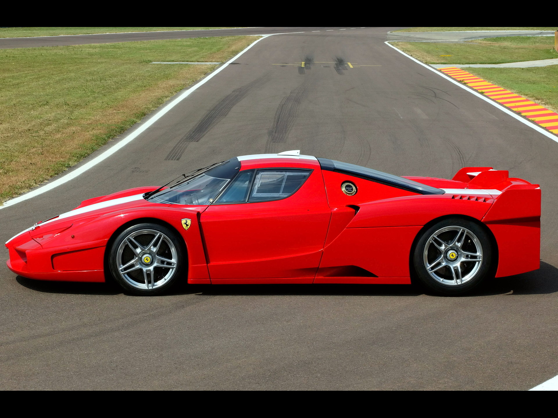 Racing Cars Ferrari Fxx Red 645016 Wallpaper wallpaper
