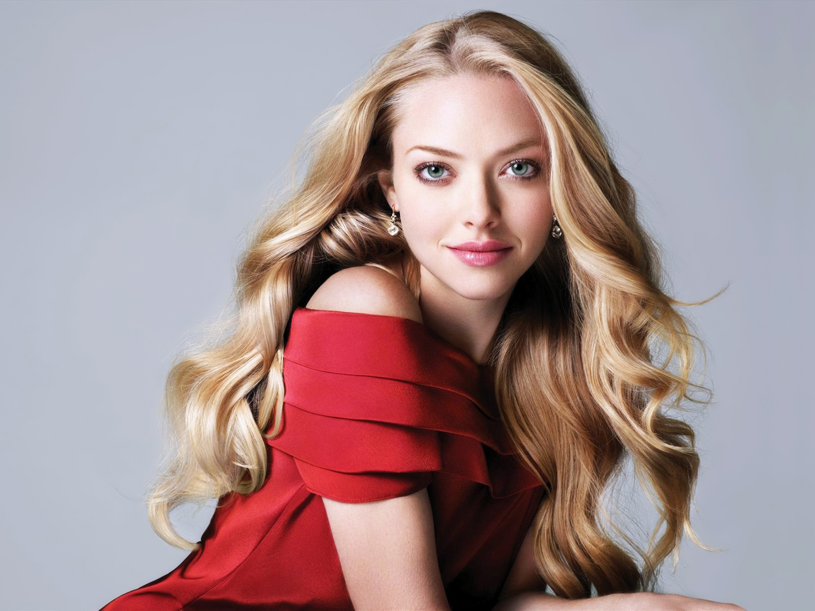 Amanda Seyfried Beautiful wallpaper
