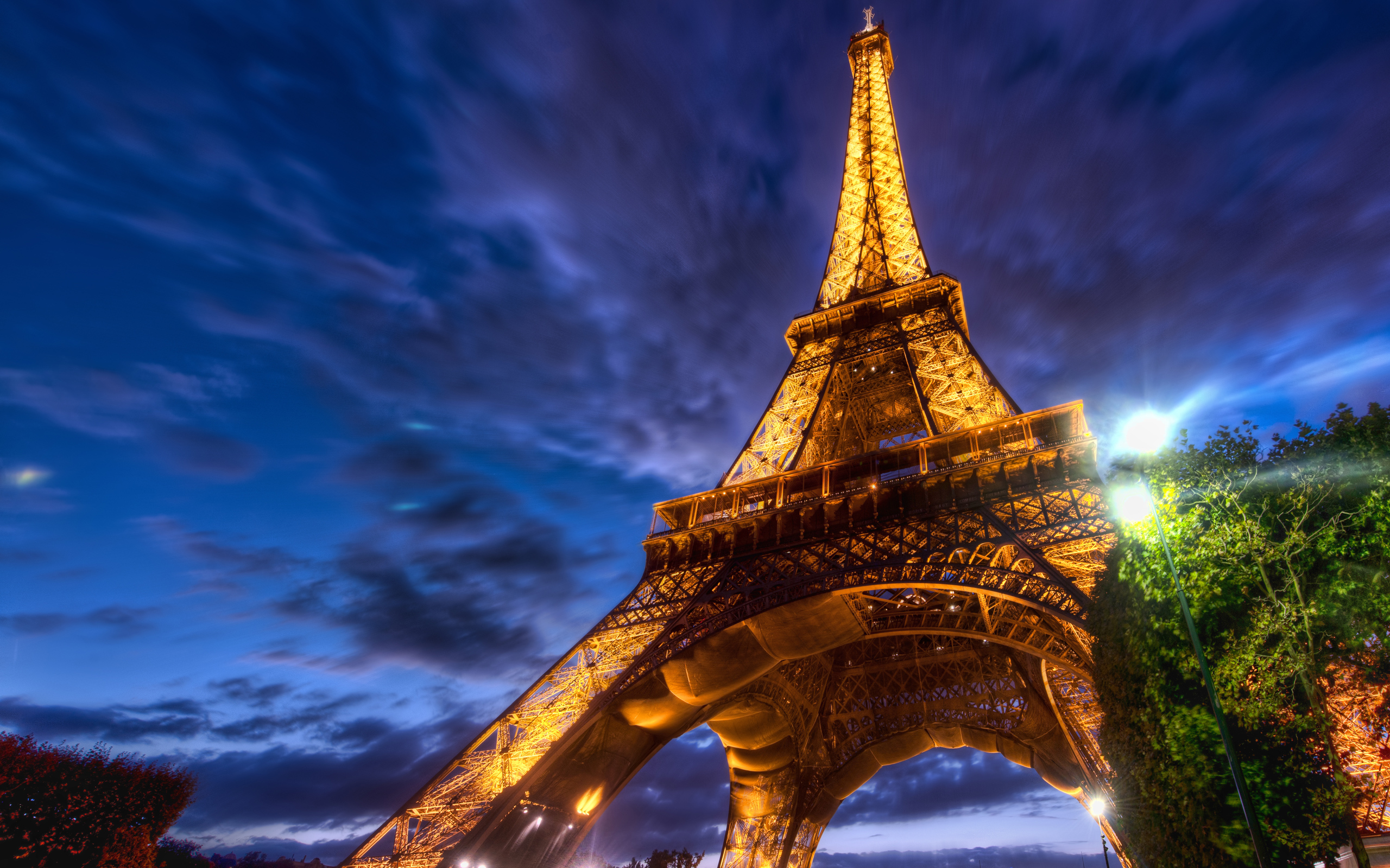 Eiffel Tower HDR Wallpaper