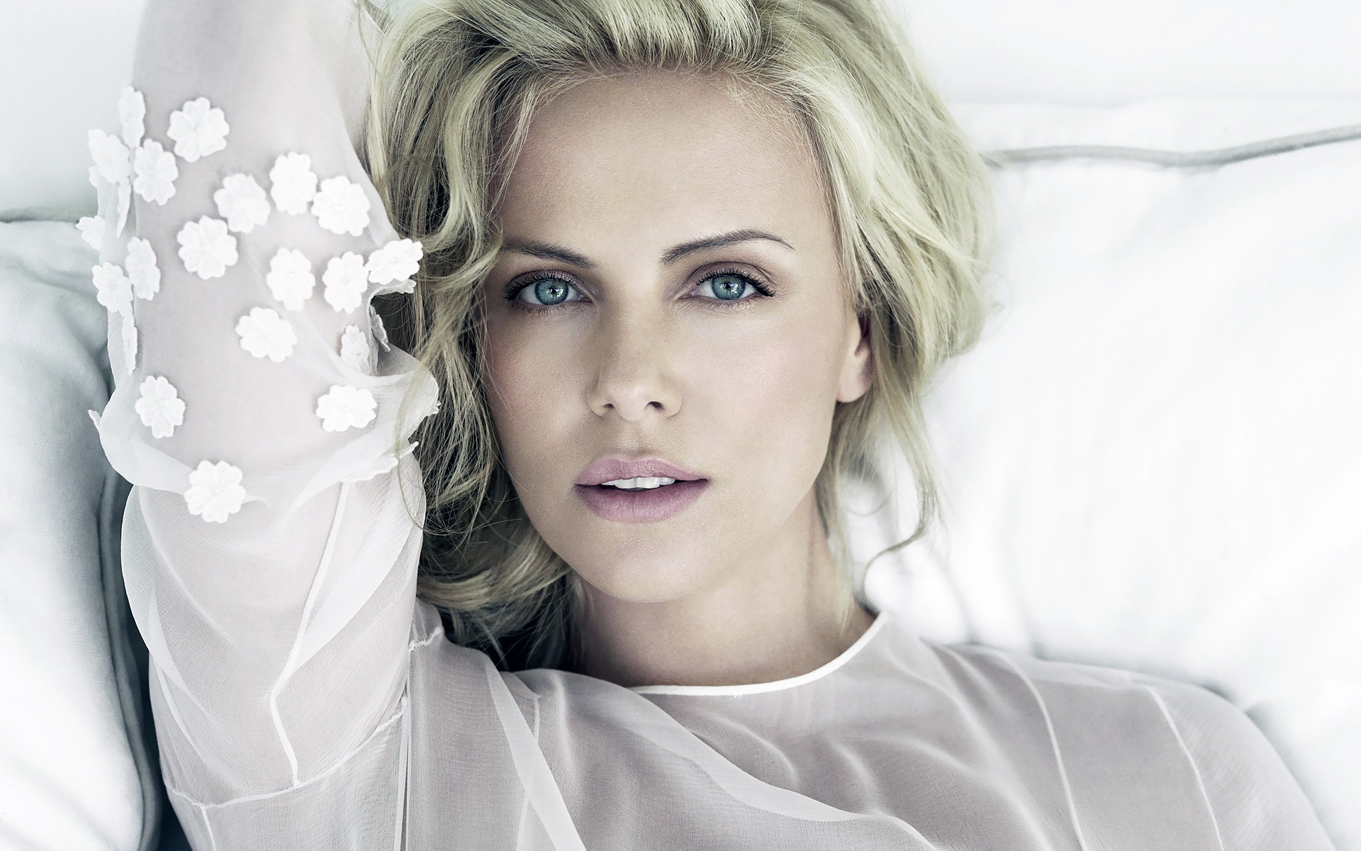 Charlize Theron 37 wallpaper