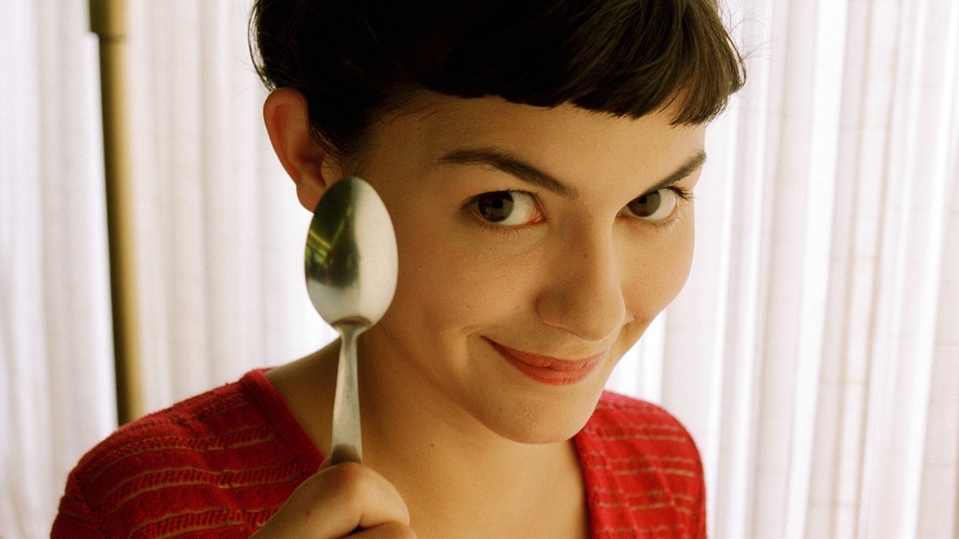 Audrey Tautou as Amelie wallpaper