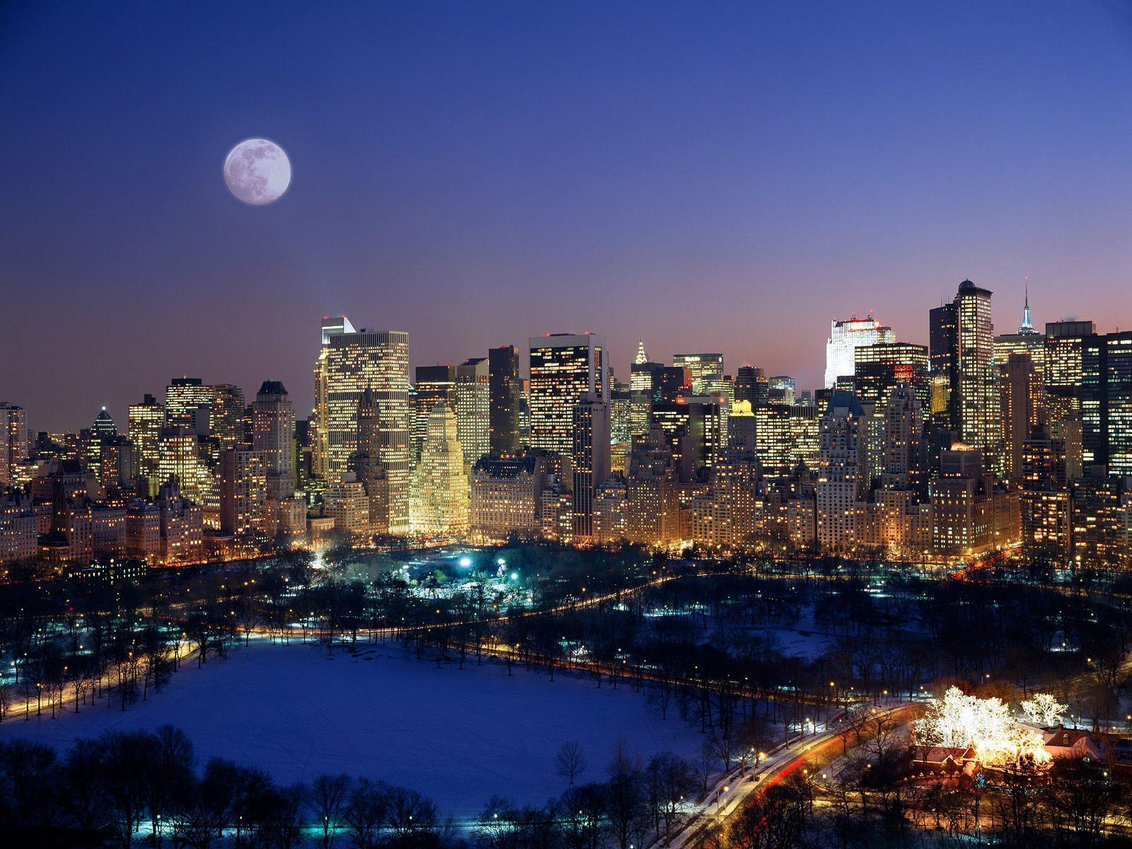 Moonrise Over Manhattan wallpaper