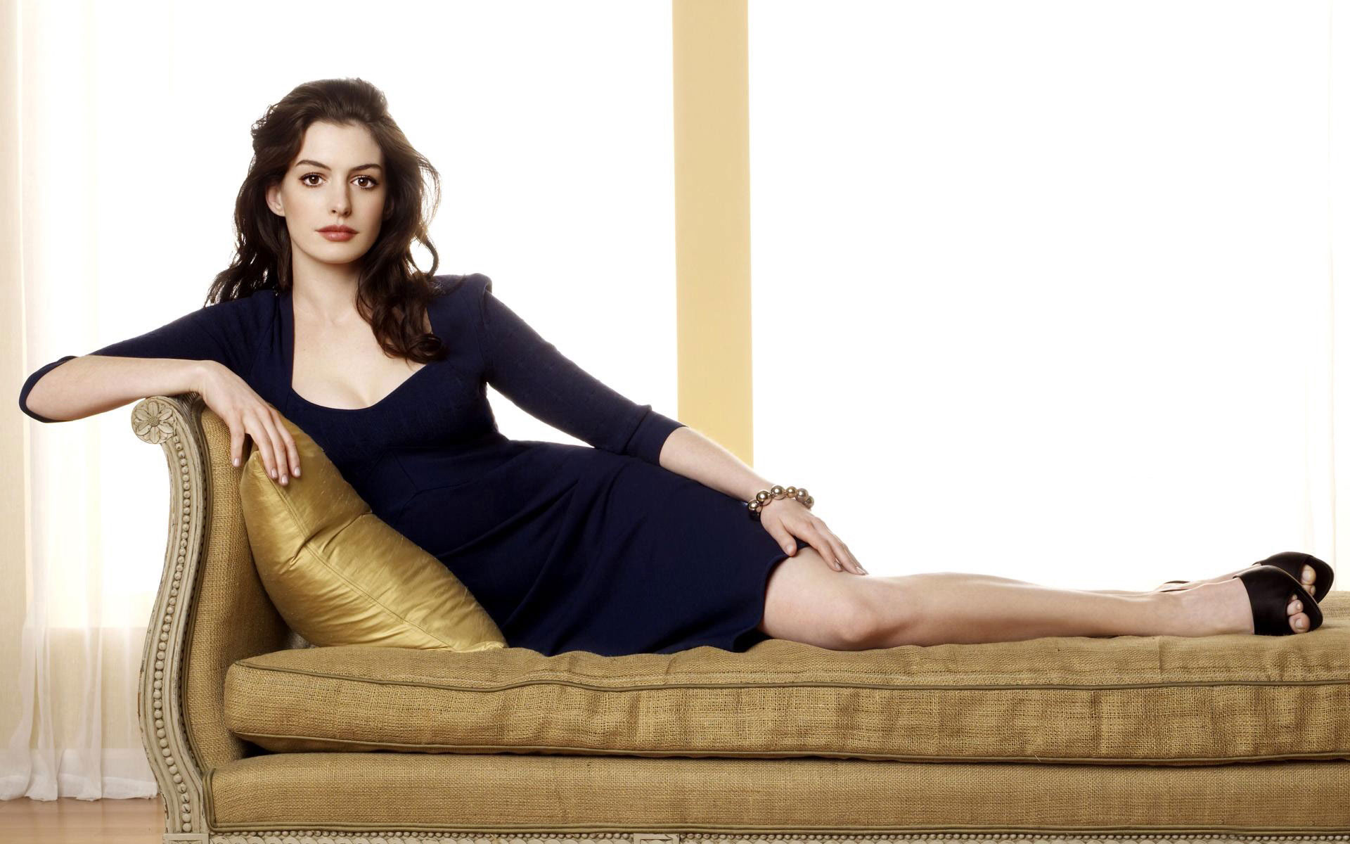 Bride Wars Actress Anne Hathaway wallpaper