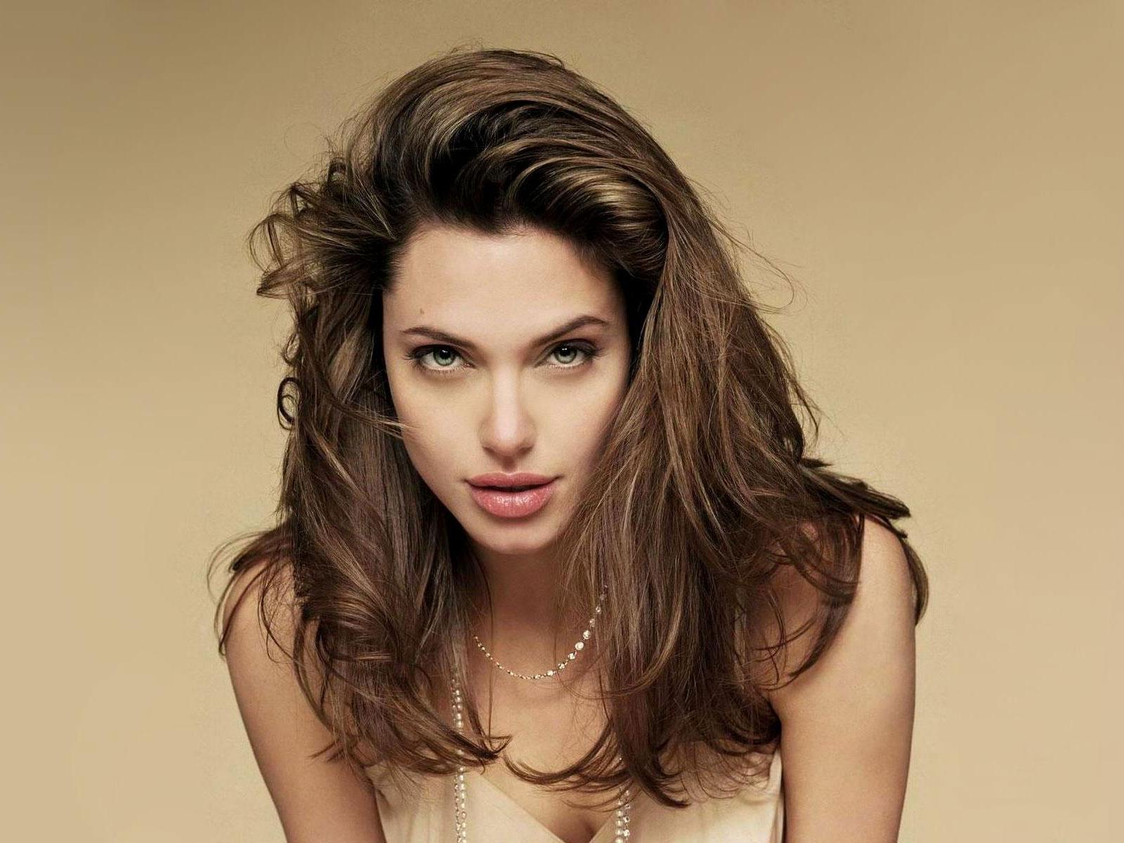 Angelina Jolie in Salt wallpaper