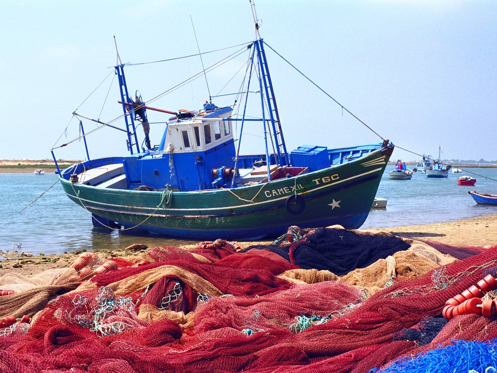 Boat Pictures City Fishing With The Nets Outside Portugal 532505 Wallpaper wallpaper