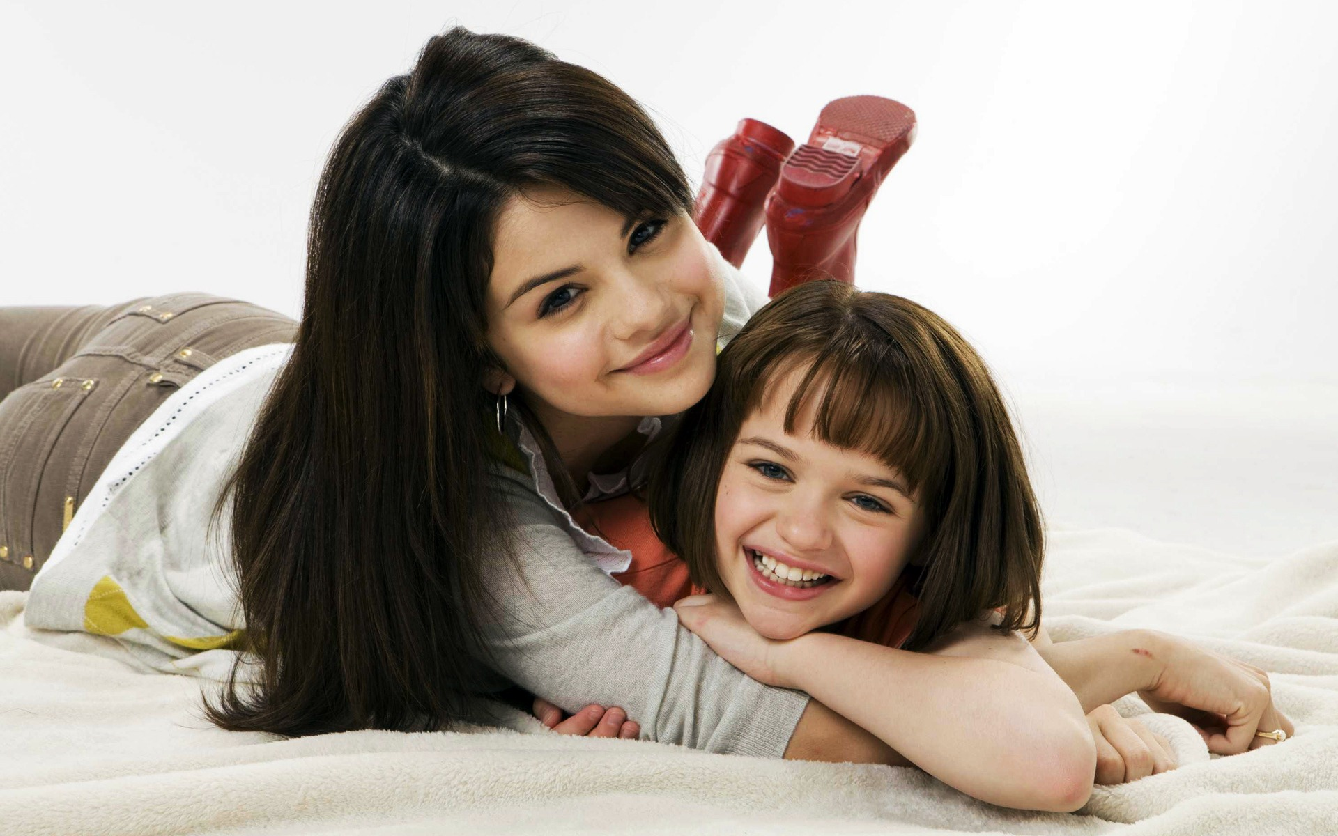 Selena Gomez in Ramona and Beezus wallpaper